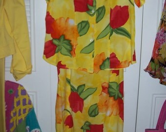 Dress 10 - 12 Pine Cove two-piece dress.  Bright tulips on yellow.  Easy colorful summer brilliance.