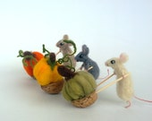 Miniature animals Halloween mouse pumpkin Dollhouse farm harvest doll Tiny toy Waldorf cute small figurine Thanksgiving ornament Wool animal