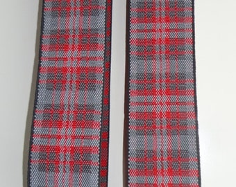 Red and grey TARTAN BRACES. X model (two clips in front and two behind); w. 3.5 cm; 120 cm length adjustable.
