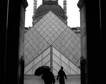 paris photo, black and white paris photo, paris card, lourve card, black & white photo card, blank, lourve, paris, france, umbrella, pyramid
