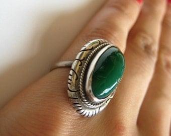 Vintage sterling silver Green gemstone ring, size 5.5
