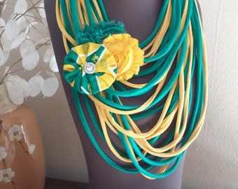 University of Oregon Shredded Scarf with Flower Clip/Pin