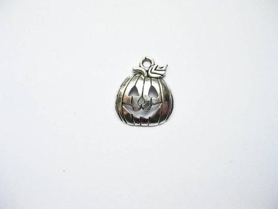 8 Pumpkin Charms in Silver Tone - C860