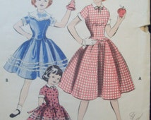 Vintage Dress Pattern  Scalloped Long Torso Waist  1950s Butterick 7530 Size 8