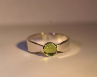 Sterling Silver Ring with 6mm Green Peridot Cabochon - Size US 6 - Ready to Ship