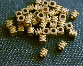 4x4mm Ridged Cube Metal Beads - Raw Brass - 24pcs - Cube Beads, Brass Square Beads, Brass Beads