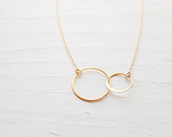 Interlocking Circle Necklace Gold Ring Open Circle Pendants Linked Rings Jewelry Large Link Classic Gift for Best Friend or Sister