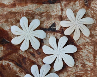 3- count Coconut wood carved flower, for Tahitian costumes and Polynesian jewelry-Tiare shape-white