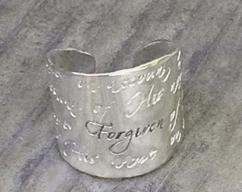 Bible Verse Wide Band Message Ring 1 John 2:12 by donnaodesigns