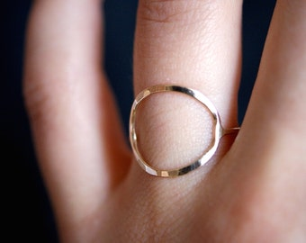 Circle Ring in 14K Gold Fill, gold circle ring, skinny or thick gold circle ring, 14k gold fill circle ring, hammered gold infinity ring