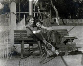 vintage photo 1915 Tennis Gals Cuddle up on Bench on Court Lesbian Interest