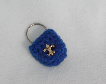 Crochet keychain Coin Cozy, coin holder, coin pouch, mini purse, coin purse, ring holder - Blue Fleur De Lis