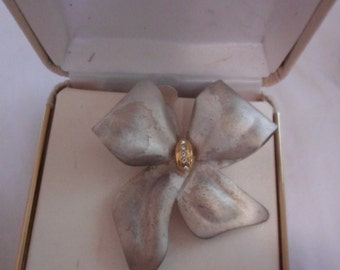 vintage brooch mint in box.  brushed silver town bow with  stones in center