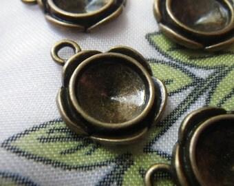 Antiqued Brass Cast Flower Shaped Rivoli 10mm Round Settings One Loop 8 Pcs