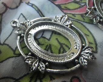 Antiqued Silver Fancy Oak Leaf Settings for 25x18mm Oval Cabochons One Loop 4 Pcs