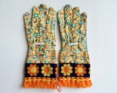 Designer Garden Gloves - As seen in Better Homes and Gardens DIY Magazine and Mother Earth Living Magazine - Vintage Hippy Daisy