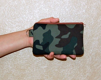 Camoflauge - iPhone 6s, iPhone 6, iPhone 5, iPhone 4, Samsung Galaxy S5/S6 - Cell Phone Gadget Zipper Pouch / Coin Purse