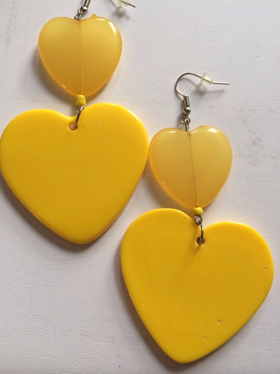 BEE bumblebee SUNNY YELLOW heart dangle bead light earring summer fab spring love lovers diva large big
