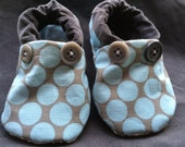 Cloth baby shoes - 0-6 months - blue dotty