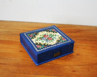 vintage 60s Little Floral Faux Needlepoint Fabric Top Cobalt Blue Jewelry Box