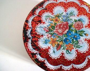 FOUND in SPAIN - Round storage tin with a floral bouquet
