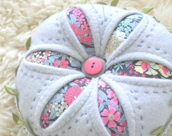 Winter Daisy ~ pincushion PDF pattern