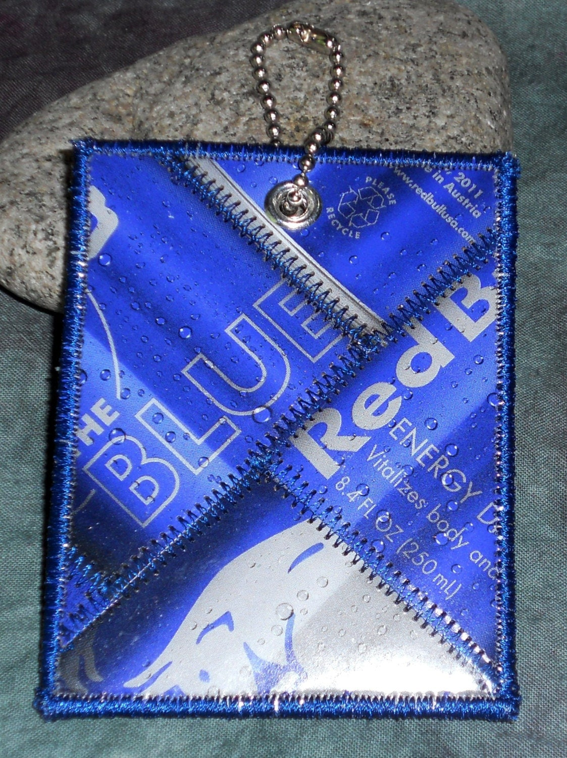 mini luggage tag from recycled red bull blueberry box. Black Bedroom Furniture Sets. Home Design Ideas
