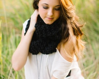 SALE - READY to SHIP - Wool Blend Infinity Scarf in Black // Knitted Ebony Circle Scarf // Long Knit Cowl