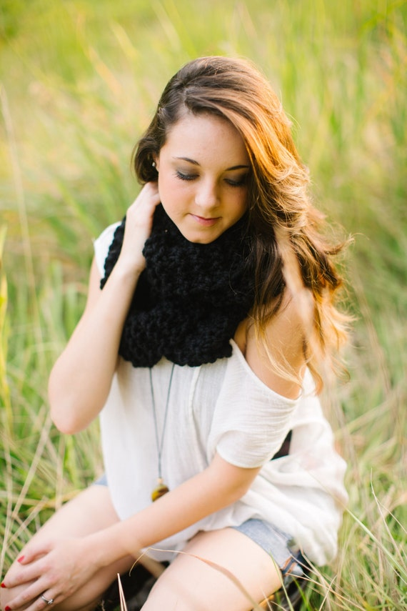Wool Blend Infinity Scarf in Black // Knitted Ebony Circle Scarf // Long Knit Cowl