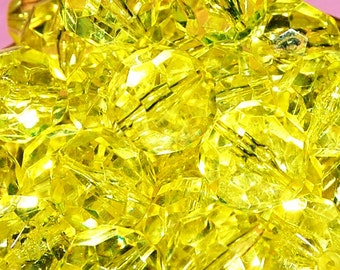 Vintage 10 Canary Yellow Faceted Acryl;ic 16MM Beads FL3