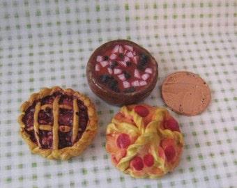 Medieval, Tudor  food, berry tart, twelfth scale, dollhouse miniature