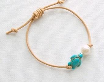 Turtle Bracelet. Freshwater Pearl, Natural Leather Bracelet. Adjustable. Beach Jewelry