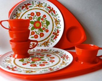 Vintage Plastic Fantastic Dinning Set, Camping, Barbeque, Wilpak Plate and Cup Holders, Plates