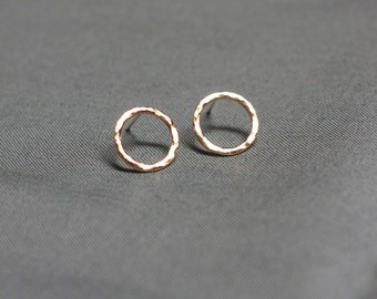 classic hammered yellow gold circle post earrings
