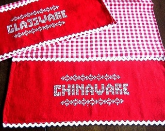TOWEL Kitchen Bath Wash Cloth Vintage Washstand Guest Display Embroidered Red Check