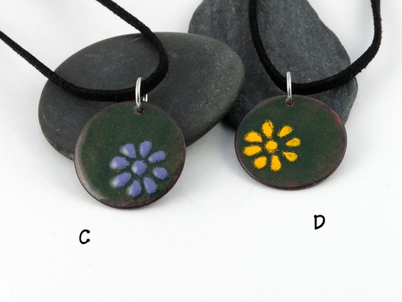 Everyday enamels - round daisy pendant, colorful flower on green background, yellow, blue, orange, purple flowers, handmade