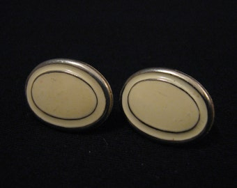 Vintage Gold Tone and Cream Enameled Oval Pierced Earrings
