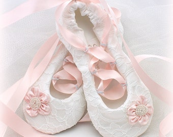 Pink Wedding Flats, Pink Girl Flats, Ballet Flats,White,Bridal, Elegant Wedding, Shoes,Flats, Flower Girl, Ballerina, Slippers, Lace, Pearls