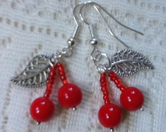 Red glass cherry earrings - Kitsch rockabilly CHERRIES 50s style