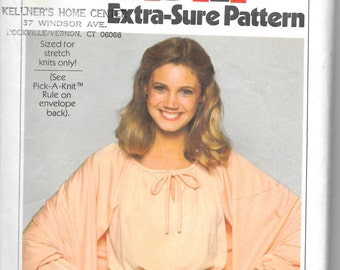 SIMPLICITY 8507  Size 6-8-10 Pullover Dress and Shawl Pattern Retro 1970's