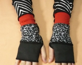 Segmented Armwarmers in Black Red White, Printed Jersey Gloves, Striped, Fingerless, Trash Look,Upcycled