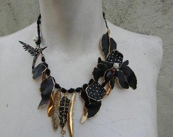 vintage. Artisan Black and Gold Metal Statement Necklace