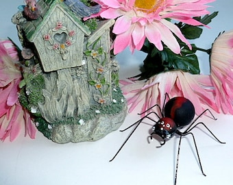 Medium Red and Black Marble Spider Hanging Spider Home Decoration Ornament Gift for Halloween Enthusiasts and Bug Lovers Collectible Insect