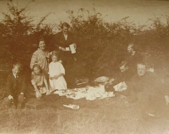 Vintage Photo - A Summer Picnic