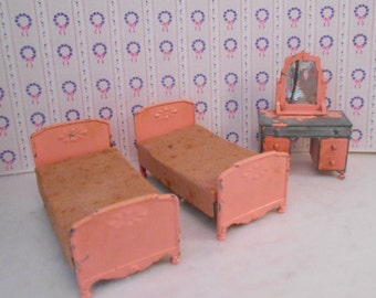 Tootsie Toy Bedroom Dollhouse Furniture Beds Dresser Pink