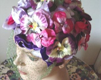 Original 1950's Velvet Pansy Flower Cloche Green Veil / Original Label  Item #791  Hats