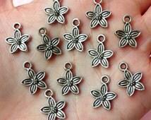 Flower Lily Charms (12pcs) (11mm x 14mm / Tibetan Silver) Metal Findings Pendant Bracelet Earrings Zipper Pulls Keychains CHM143