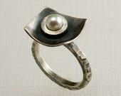 Fresh Water Pearl Blackened Silver Ring, Hammered Rustic Pearl Silver RIng, Industrial Pearl Ring