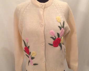 Beige Floral Embroidered Sweater Wool Cardigan 1960 Vintage by Voguemont