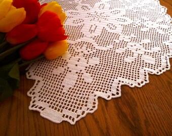 Beautiful Crochet White Garden, Oval table tupper.